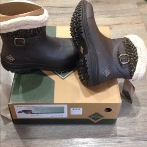 New tags women's winter muck boots 9 brown shoes